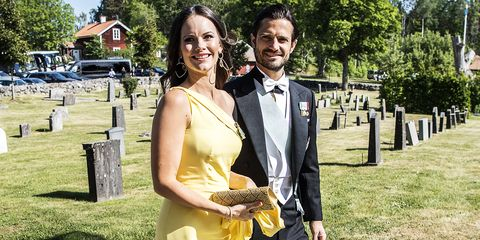Yellow, Event, Formal wear, Suit, Dress, Tuxedo, Grass, Prom, Smile, Photography,