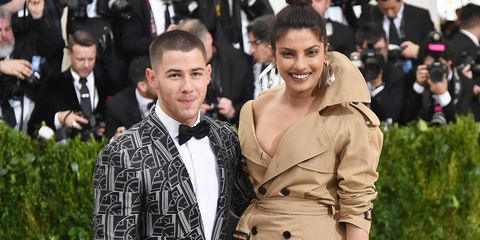 Facial expression, Fashion, Hairstyle, Premiere, Event, Dress, Outerwear, Smile, Flooring, Suit,