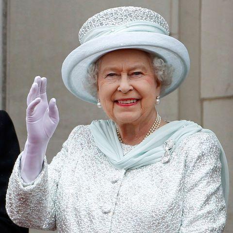 queen self isolating - coronavirus