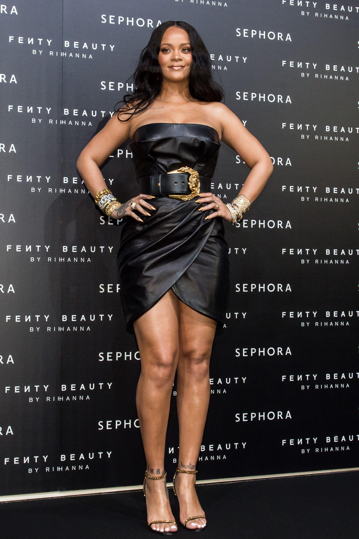 2b9fcf4b2ea Rihanna s Best Street Style - Rihanna s Best Looks