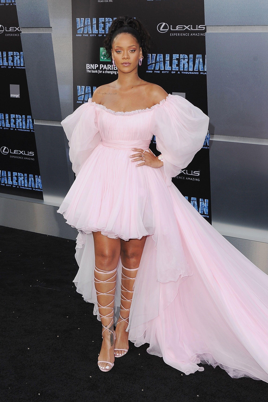 Rihanna\'s Best Street Style - Rihanna\'s Best Looks