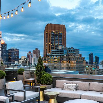 Swell 30 Best Rooftop Bars In Nyc Top Rooftop Lounges In New York Beutiful Home Inspiration Xortanetmahrainfo
