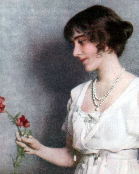 Vintage clothing, Hairstyle, Dress, Plant, Flower, Portrait, Retro style, Floral design, Art, Floristry,