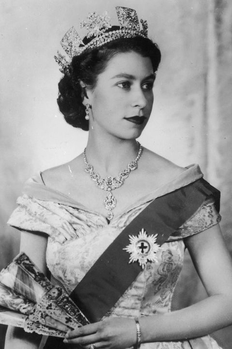 6129214c3 100 Best Royal Hairstyles Through The Years - A History of Royal ...