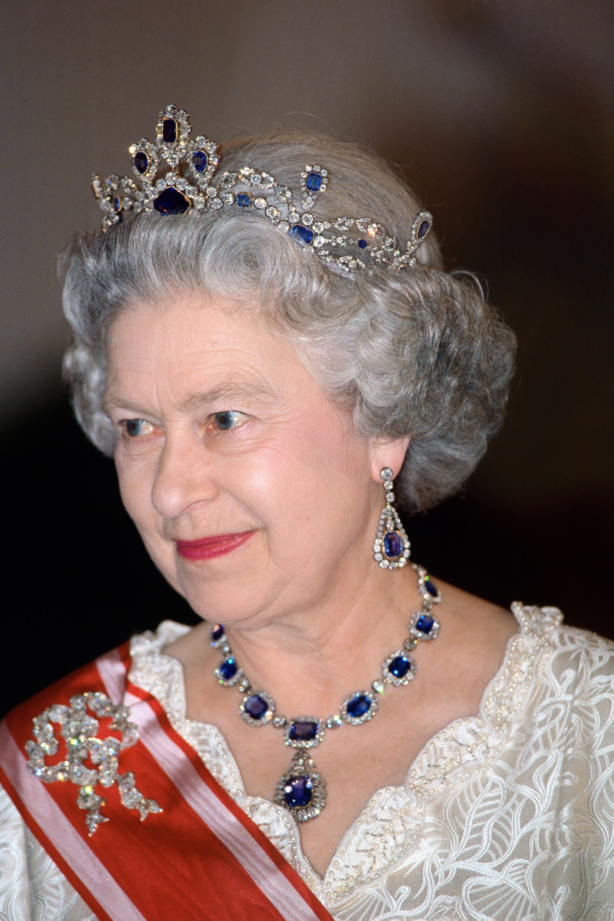 Best Royal Family Jewelry of All Time - 30 Most Epic Royal Jewels ...