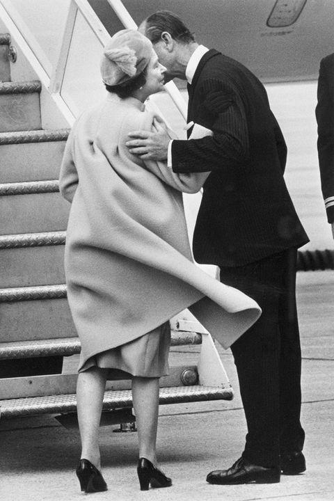 Photograph, White, Standing, Black-and-white, Snapshot, Monochrome, Interaction, Photography, Leg, Kiss,