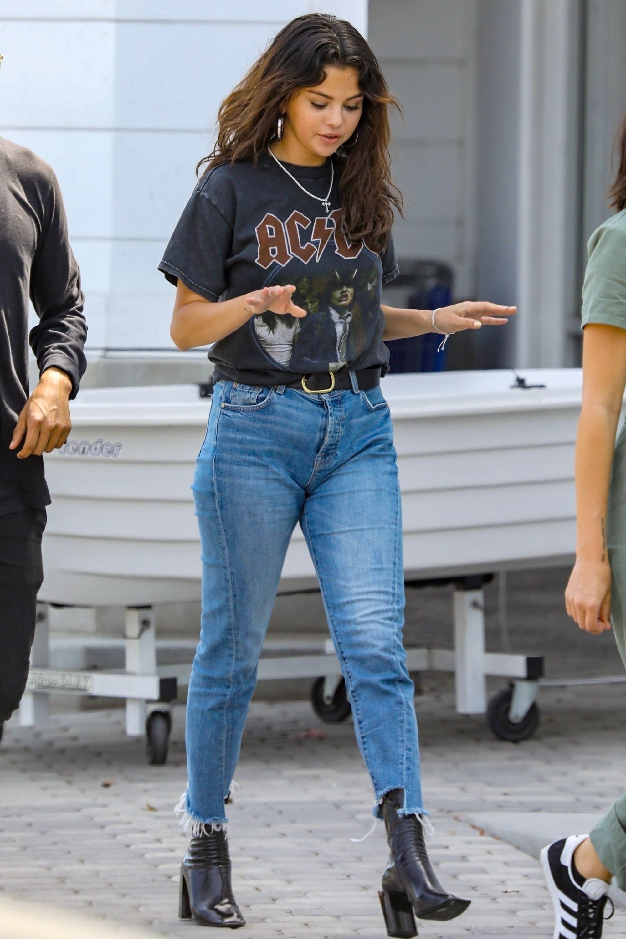 *EXCLUSIVE* Selena Gomez hits the mall with friends