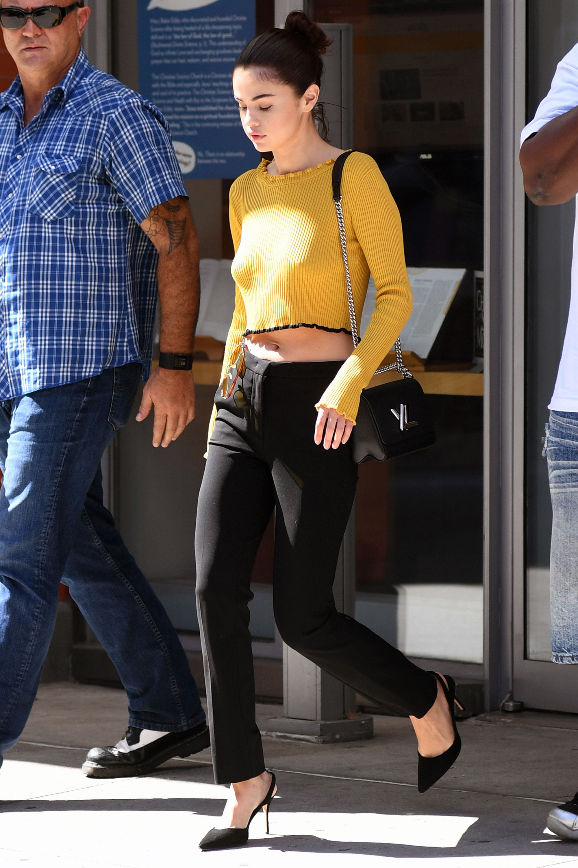 Selena Gomez s Best Looks - Selena Gomez Street Style 92fdab528