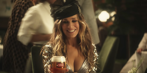 Sarah Jessica Parker Revives Sex and the City's Carrie ...