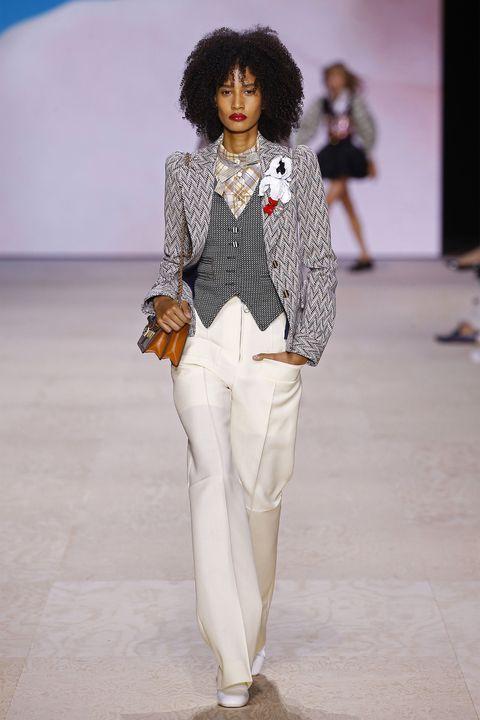 Fashion, White, Fashion show, Runway, Clothing, Fashion model, Pantsuit, Fashion design, Human, Joint,