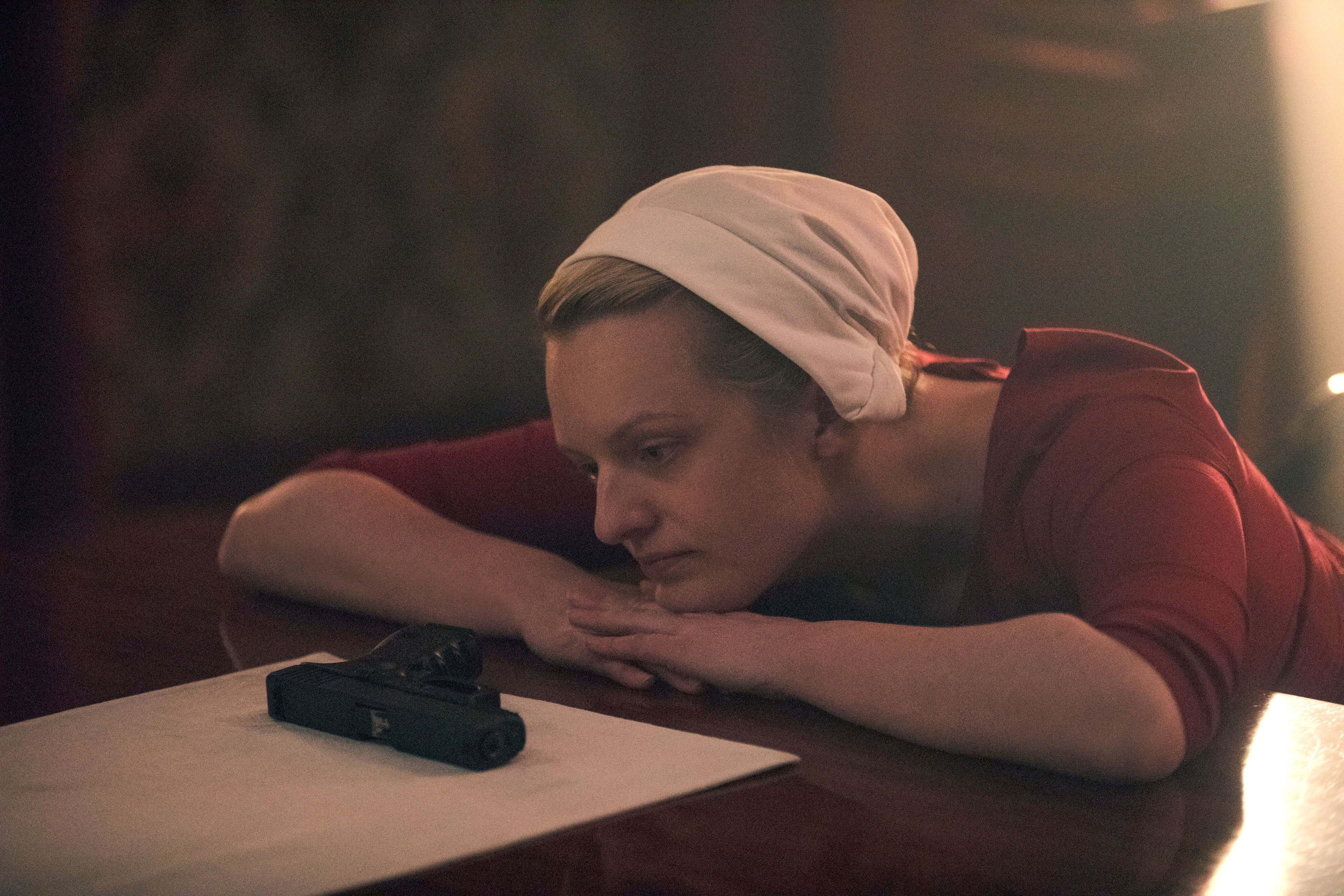 Handmaid S Tale Showrunner Reveals How June Got The Kids Out
