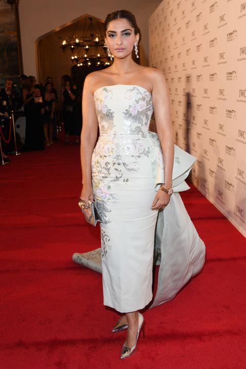 Fashion model, Dress, Clothing, Gown, Red carpet, Carpet, Shoulder, Strapless dress, Flooring, Waist,