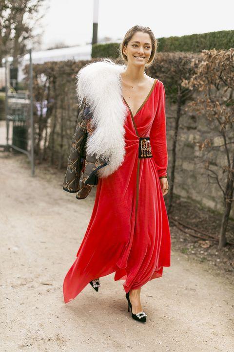 Clothing, Red, White, Dress, Fur, Street fashion, Fashion, Outerwear, Beauty, Shoulder,