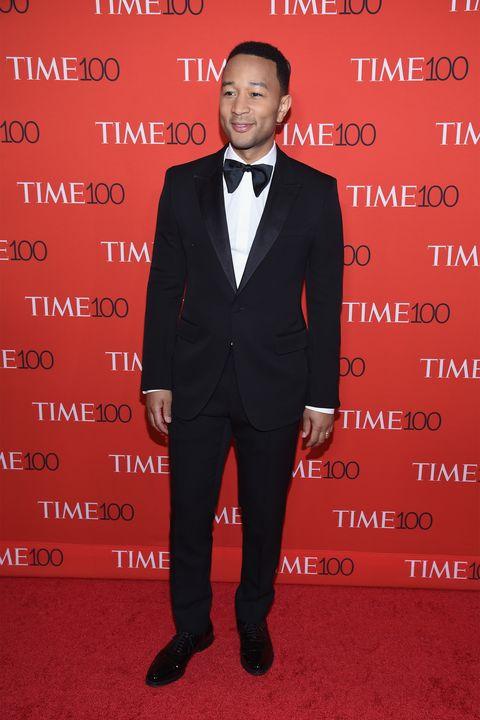 Suit, Formal wear, Tuxedo, Carpet, Red carpet, Premiere, Event, Pantsuit, Tie, Flooring,