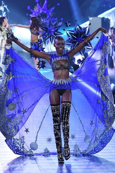 Dancer, Fashion, Fashion show, Public event, Event, Samba, Performance, Carnival, Performance art, Fashion model,
