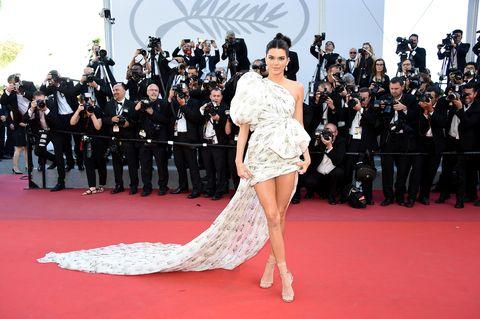 Red carpet, Carpet, Flooring, Fashion model, Premiere, Fashion, Dress, Event, Leg, Footwear,