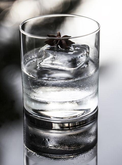 Liquid, Fluid, Glass, Drinkware, Drink, Barware, Transparent material, Highball glass, Alcoholic beverage, Monochrome photography,