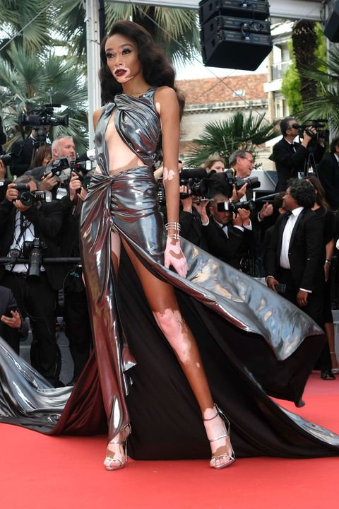 Fashion model, Red carpet, Clothing, Carpet, Fashion, Premiere, Flooring, Dress, Haute couture, Leg,