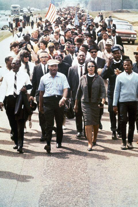 Martin Luther King liderando una marcha por los derechos civiles