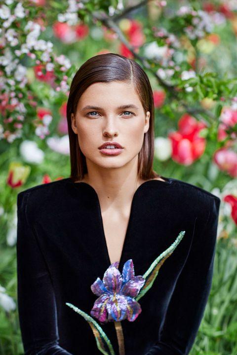 Petal, Flower, Jewellery, Beauty, Eyelash, Flowering plant, Spring, Photo shoot, Body jewelry, Brown hair,