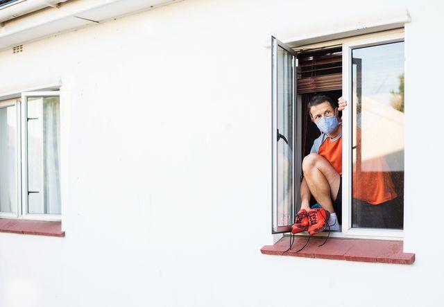 corredor que sale por la ventana