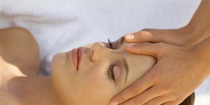 Finger, Lip, Cheek, Skin, Chin, Shoulder, Eyebrow, Joint, Comfort, Muscle,