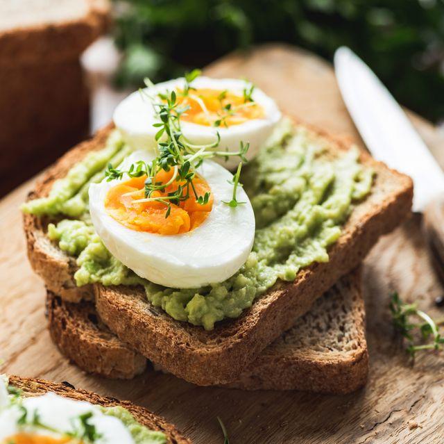 healhy breakfast toast with avocado, egg