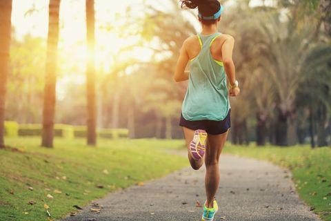 為何越來越多人瘋路跑瘦身?科學實證跑步5大好處,同步揭露路跑技巧