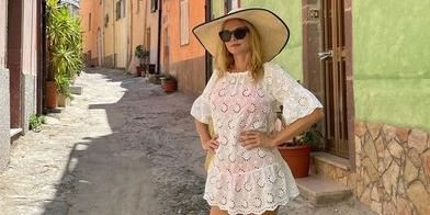Heather Graham's Legs Look Seriously Sculpted in Her New Italy Vacation Photos