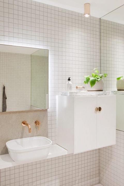 28 Bathroom Decorating Ideas on a Budget - Chic and ...