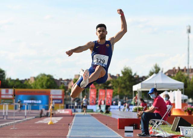 hector santos durante la final del campeonato de espana de salto de longitud