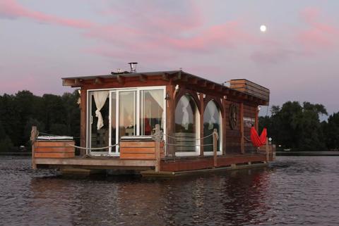 Las casas-barco más originales donde puedes alojarte