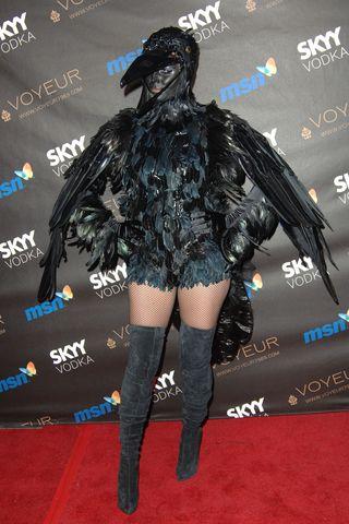 Heidi Klum S Craziest Halloween Costumes From 2000 To 2020 Best Heidi Klum Costumes