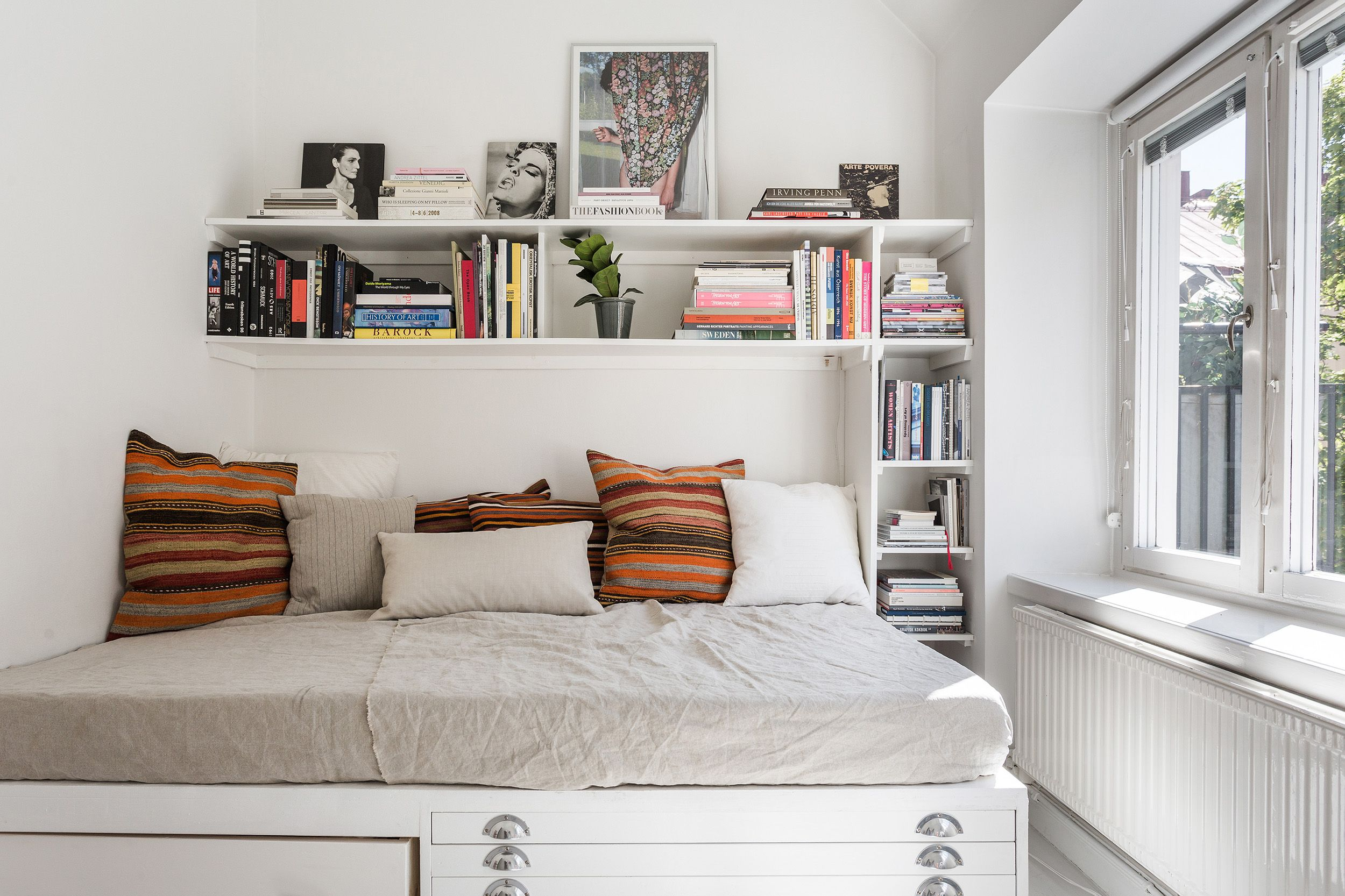 How to Decorate a Studio Apartment - Studio Apartment ...