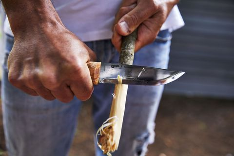 carving a stick with the helle temagami fixed blade knife