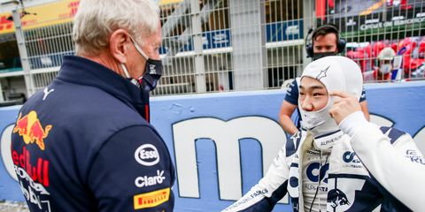 helmut marko y yuki tsunoda en el gran premio de españa de 2021