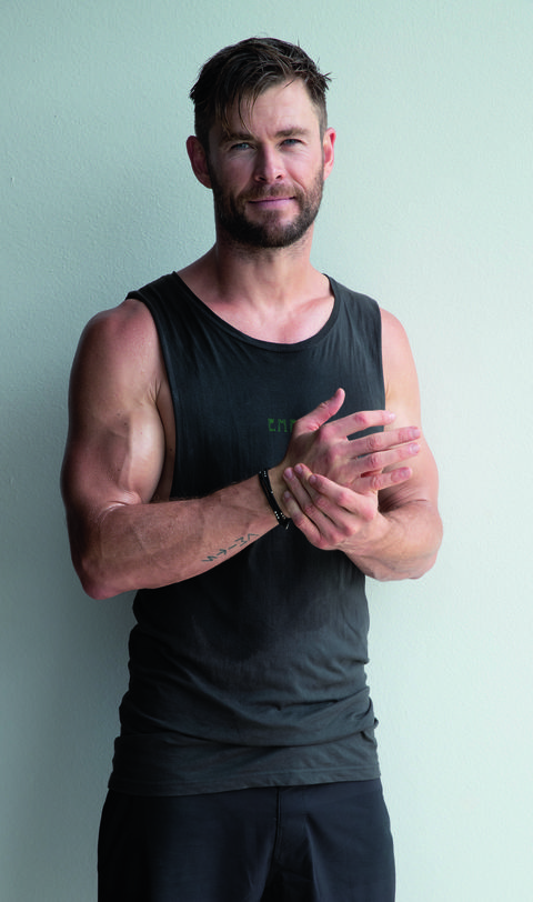 Shoulder, Arm, Standing, Clothing, Muscle, Abdomen, Chin, Elbow, Chest, T-shirt,
