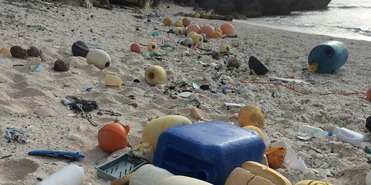 La isla de plástico del Pacífico no deja de crecer
