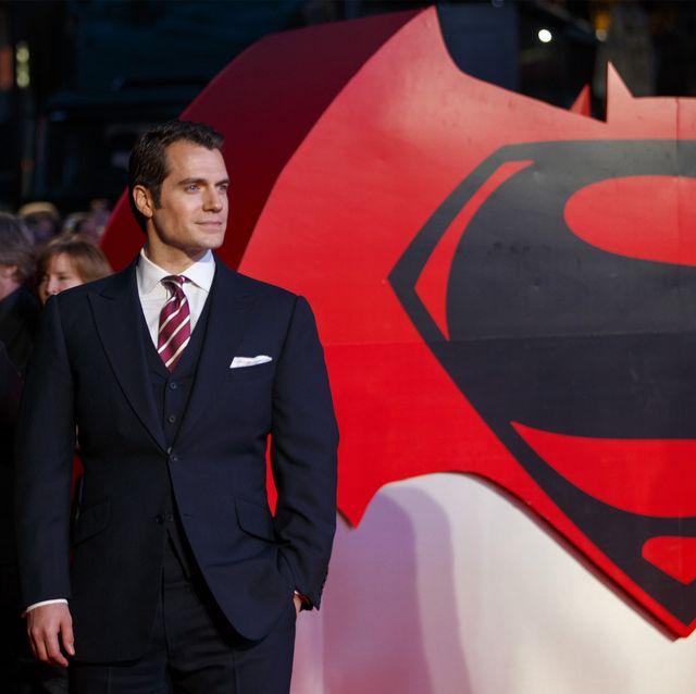 superman de negro nuevo traje de henry cavill en 'liga de justicia'