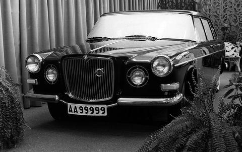 Land vehicle, Car, Vehicle, Classic car, Motor vehicle, Coupé, Luxury vehicle, Antique car, Classic, Sedan,