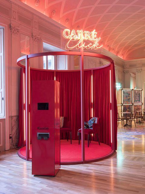 7d4cf8e5d7f La storia del foulard Hermès raccontata all Hermès Carré Club di Milano