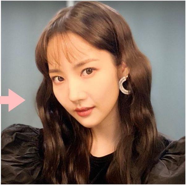 Hair, Face, Hairstyle, Eyebrow, Chin, Forehead, Nose, Skin, Lip, Cheek,