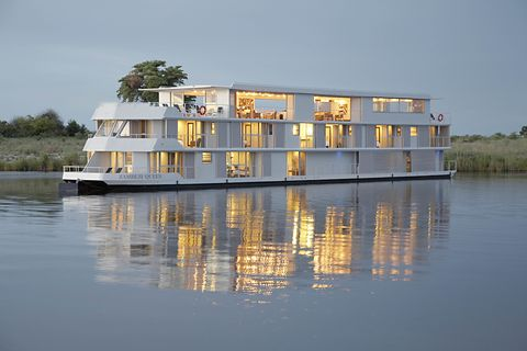 Water transportation, Water, Reflection, House, Waterway, Architecture, Home, Vehicle, Boat, River,