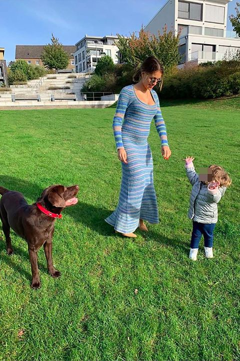 Hiba Abouk ya practica para ser mamá