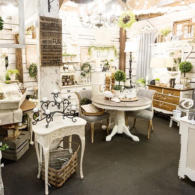 White, Furniture, Interior design, Room, Building, Table, Houseplant, Floristry, Flowerpot, Floral design,