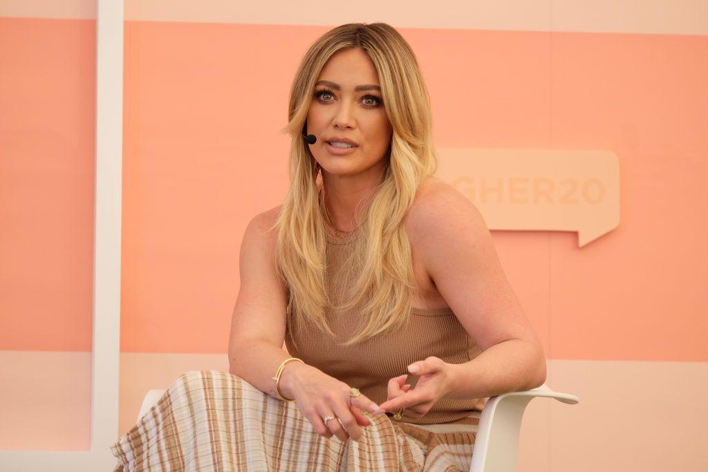 Hilary Duff responde antes las críticas por subir una imagen de su hijo desnudo