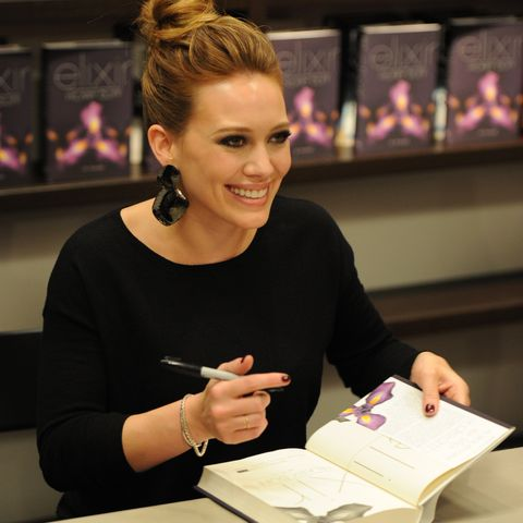 hilary duff signing elixir at books and books