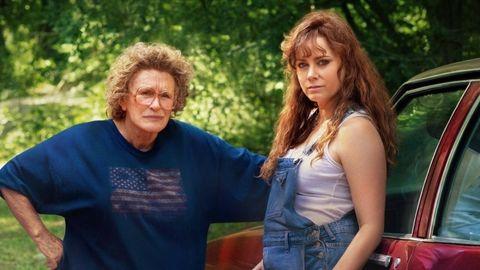 glenn close y amy adams en la película hillbilly, una elegia rural de netflix