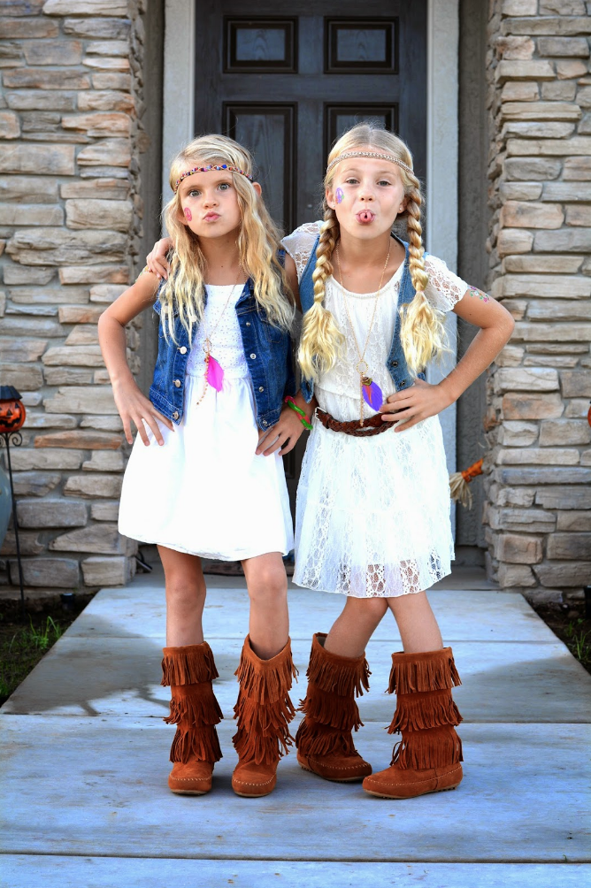 diy hippie halloween costumes  sc 1 st  Country Living Magazine & 13 Groovy u002770s Costumes - 1970s-Style DIY Halloween Costumes for ...