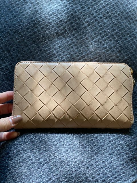 Wallet, Tan, Rectangle, Nail, Material property, Leather,